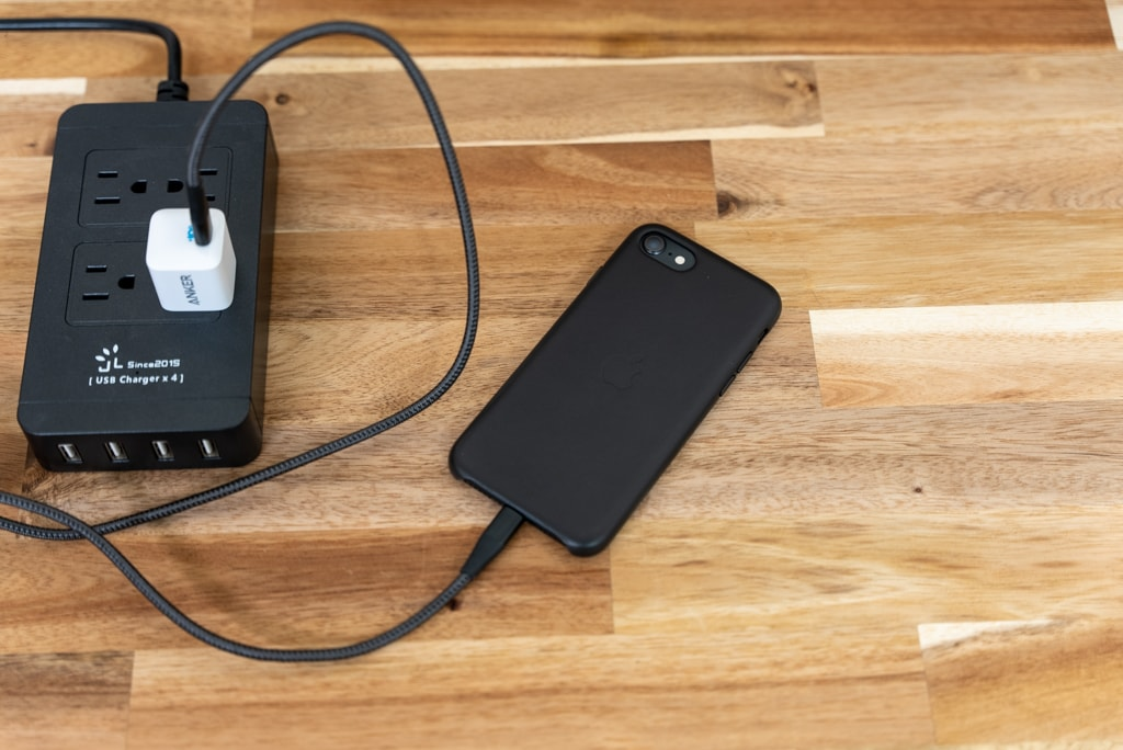 Anker PowerPort III Nano 20WでiPhone SE 第2世代を充電