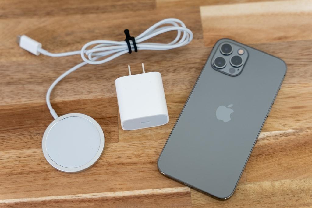 MagSafe充電器と純正20Wアダプタを使えば15WでiPhoneを充電できる