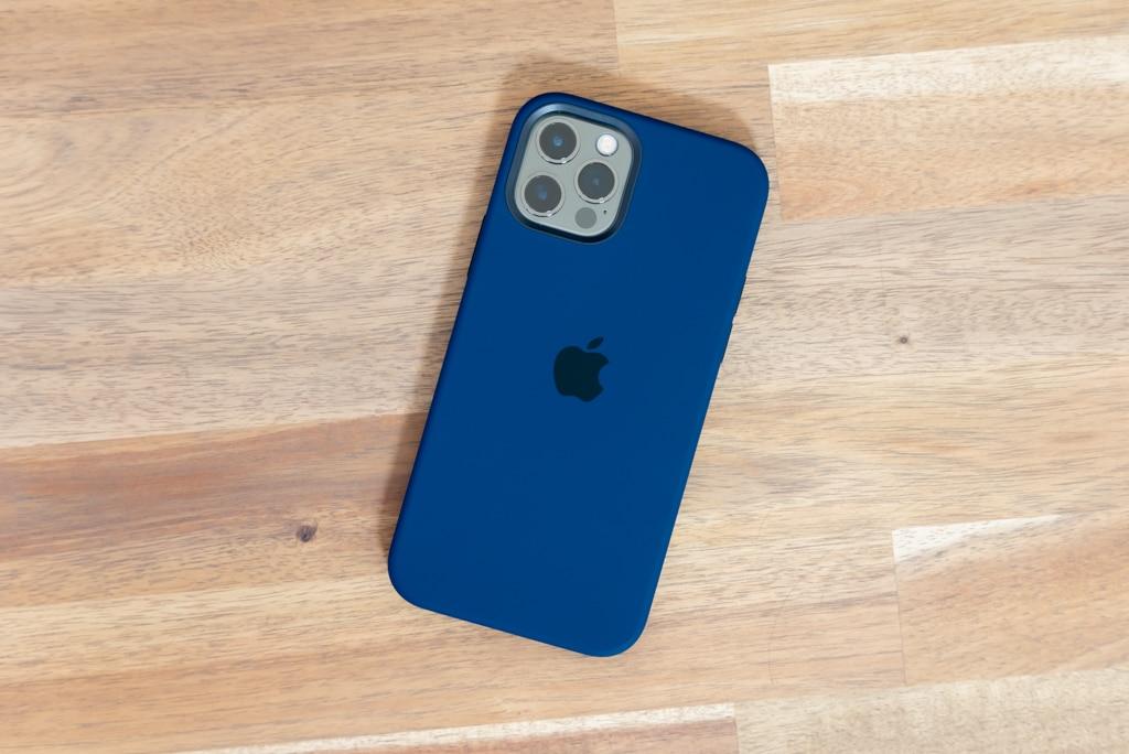 iPhone 12 / iPhone 12 Pro用Apple純正シリコンケース ディープネイビー