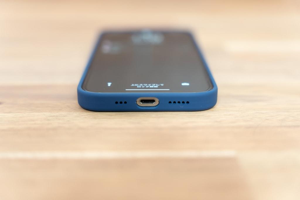 iPhone 12 / iPhone 12 Pro用Apple純正シリコンケースは下部まで覆われた