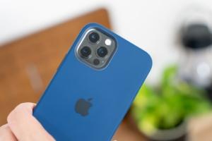 iPhone 12 / iPhone 12 Pro用Apple純正シリコンケースレビュー:さすが純正!MagSafeに完全対応したハイ...