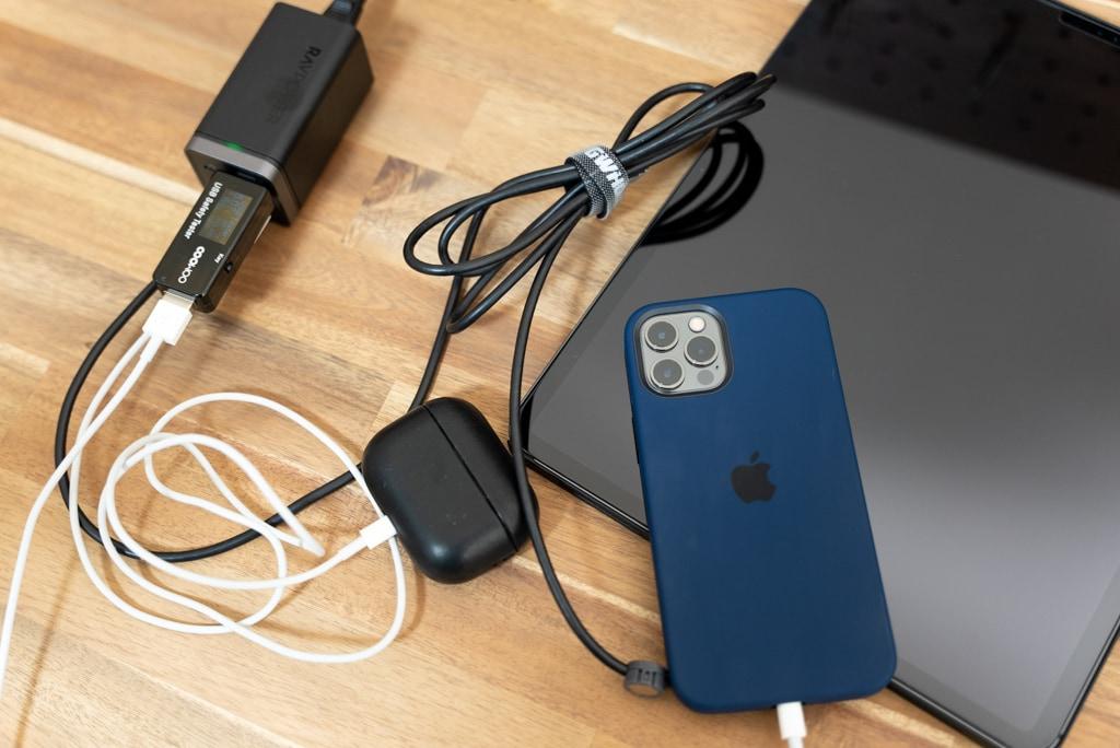 RAVPower RP-PC136でiPad Pro 12.9インチとiPhone 12 ProとAirPods Proを充電