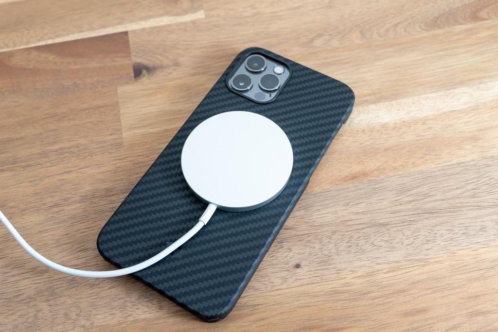 iPhone 12 Pro用PITAKA MagEz Case & Air CaseはMagSafeも使える
