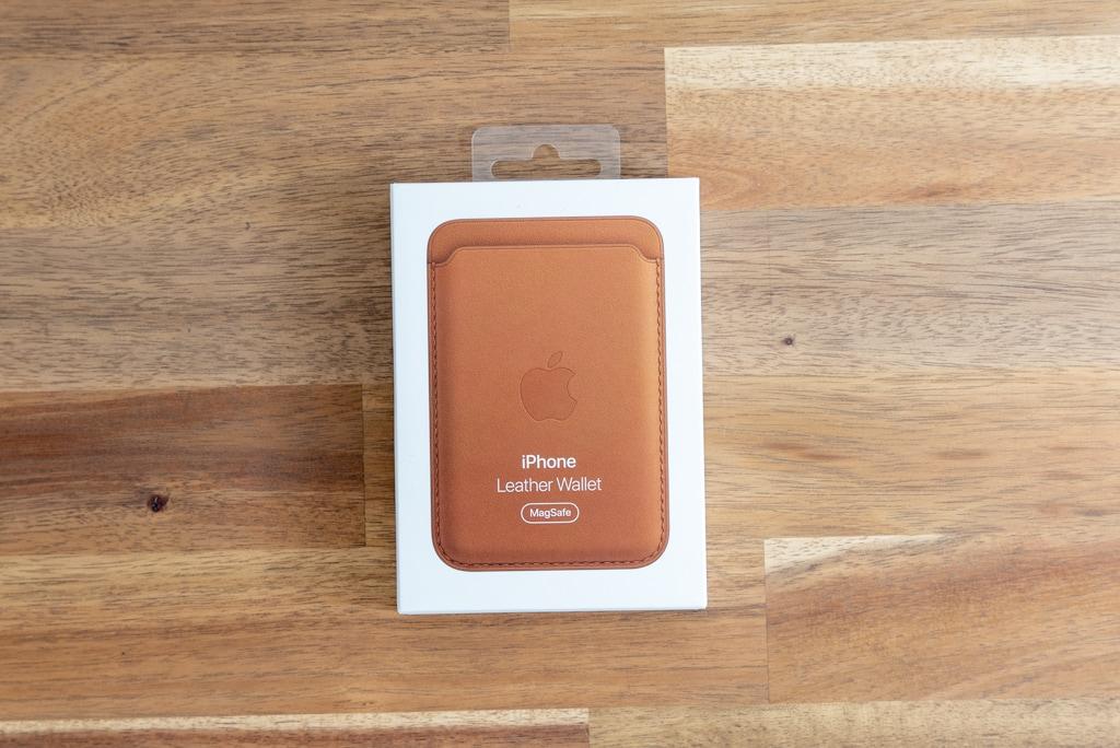Apple純正MagSafe対応iPhone 12レザーウォレットの外箱
