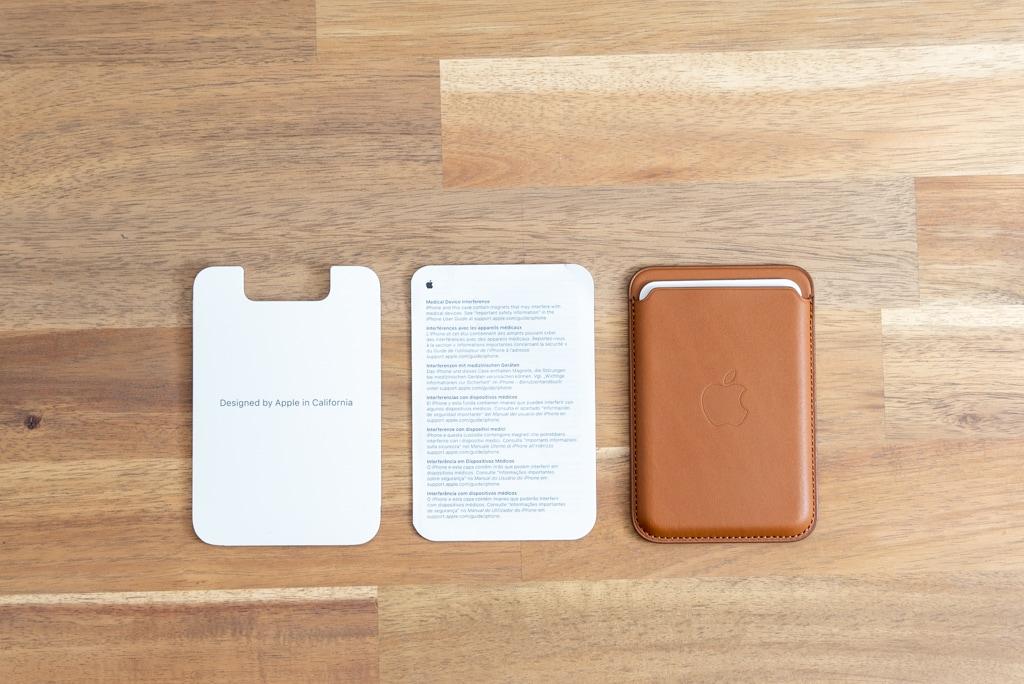 Apple純正MagSafe対応iPhone 12レザーウォレットの付属品
