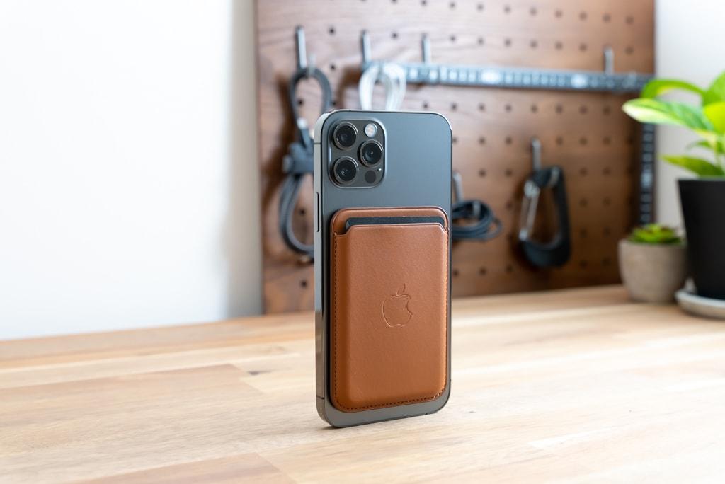 Apple純正MagSafe対応iPhone 12レザーウォレットは見た目がいい