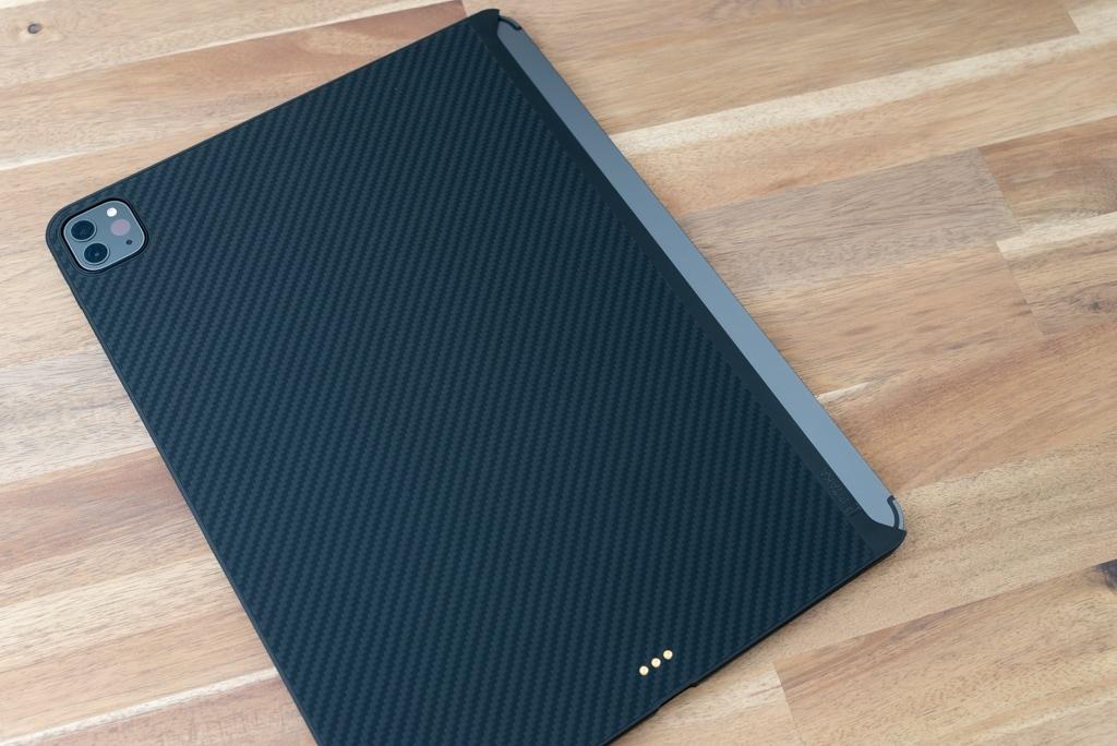 PITAKA MagEZ Case for iPad Proを装着