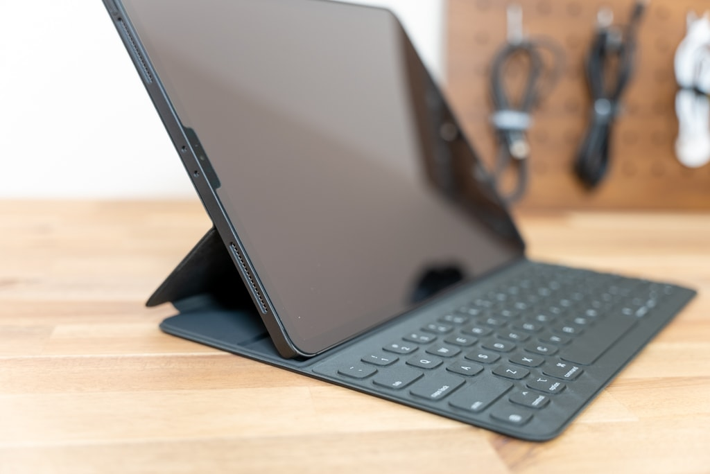 Smart Keyboard Folioを装着