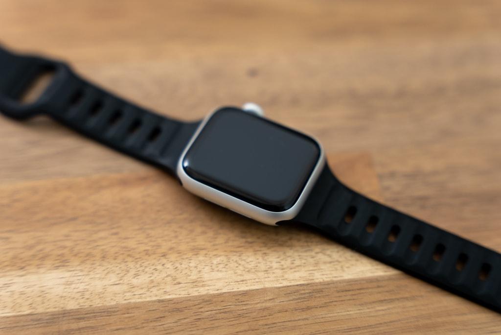 NOMADのバンドをApple Watch SEに装着