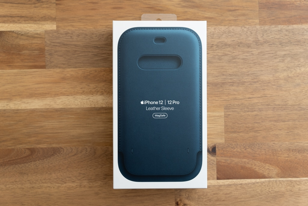 iPhone 12シリーズ用レザースリーブ の外箱