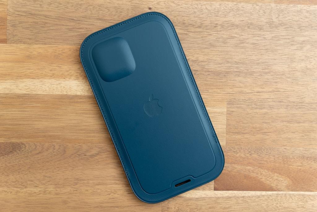 iPhone 12シリーズ用レザースリーブ の裏側