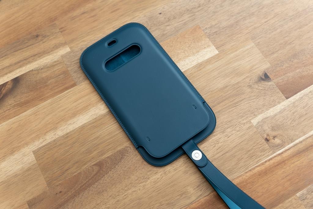 iPhone 12シリーズ用レザースリーブ