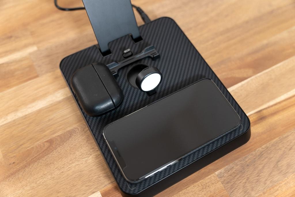 iPhoneとAirPods Proを充電