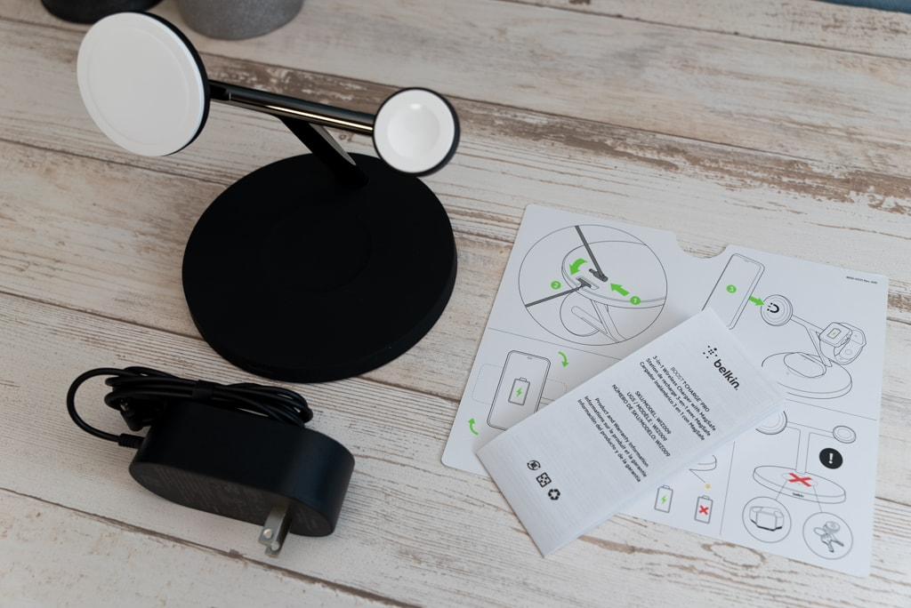 Belkin 3-in-1 Wireless Charger with MagSafeの付属品