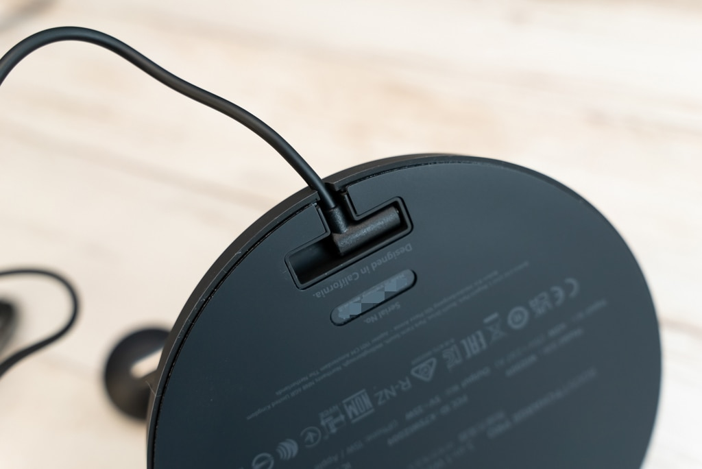 Belkin 3-in-1 Wireless Charger with MagSafeの台座の裏