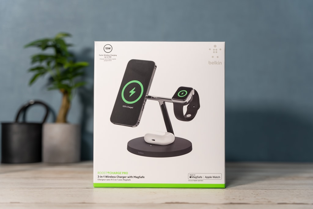 Belkin 3-in-1 Wireless Charger with MagSafeの外箱