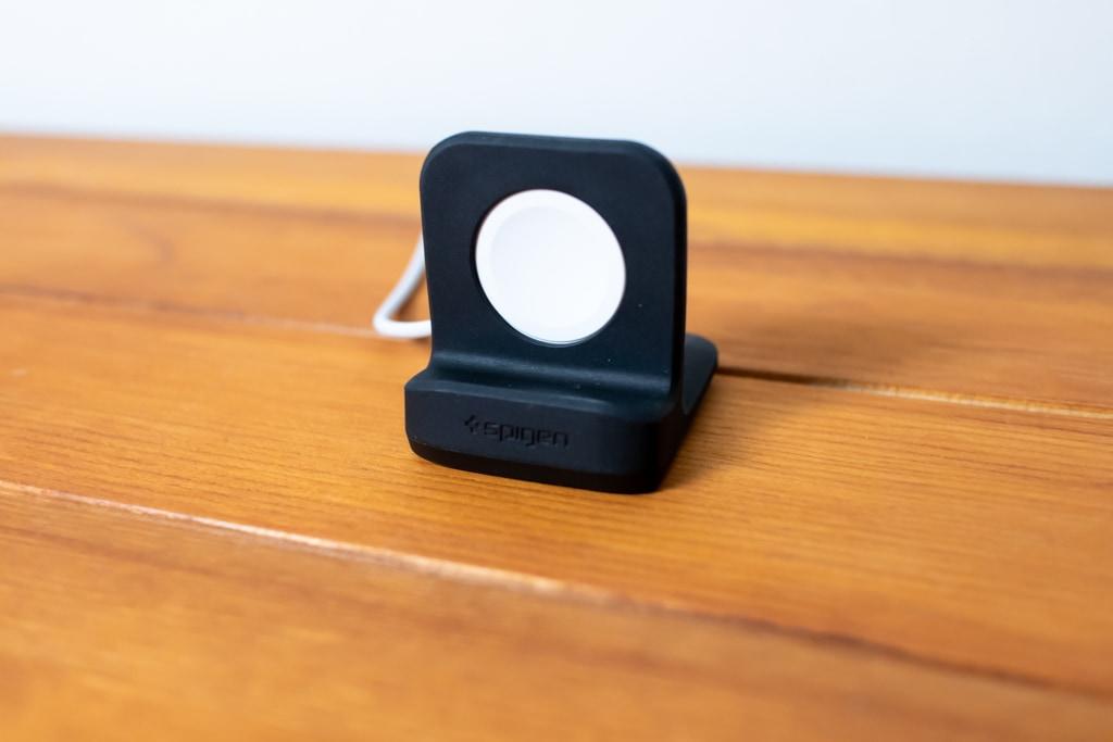 シンプルなSpigen Apple Watch スタンド