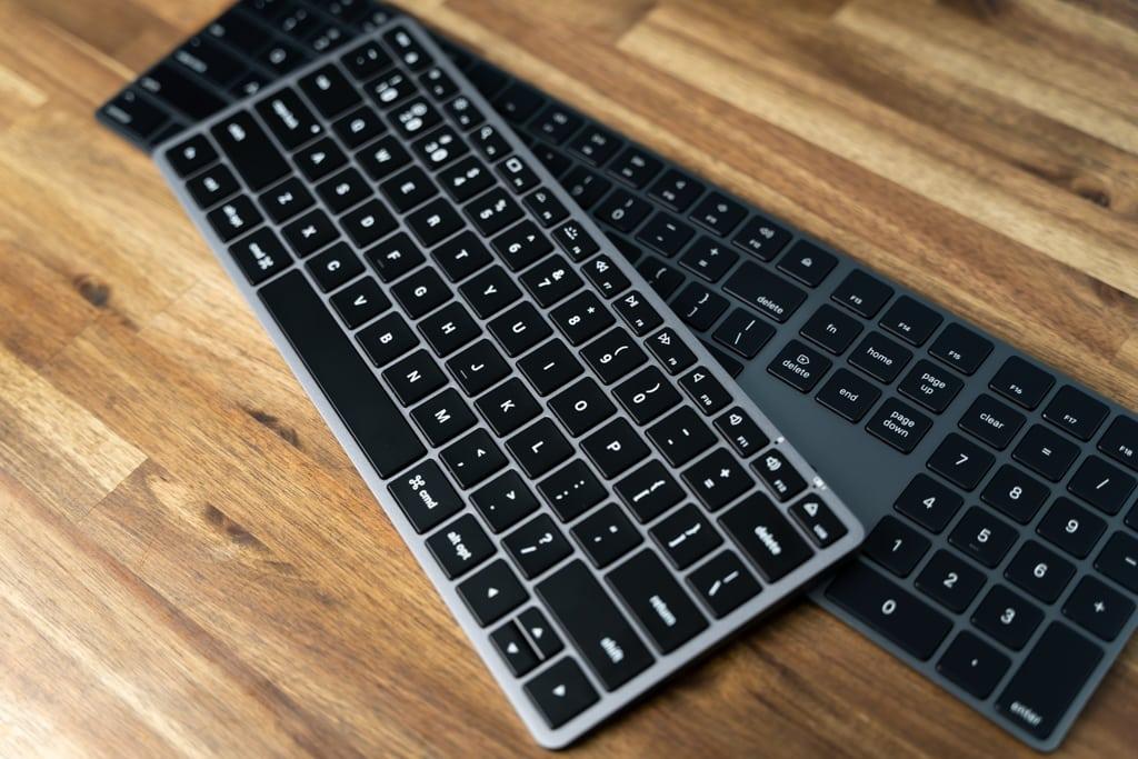 Satechi Slim X1 Bluetooth Backlit KeyboardとApple純正Magic Keyboardスペースグレイ
