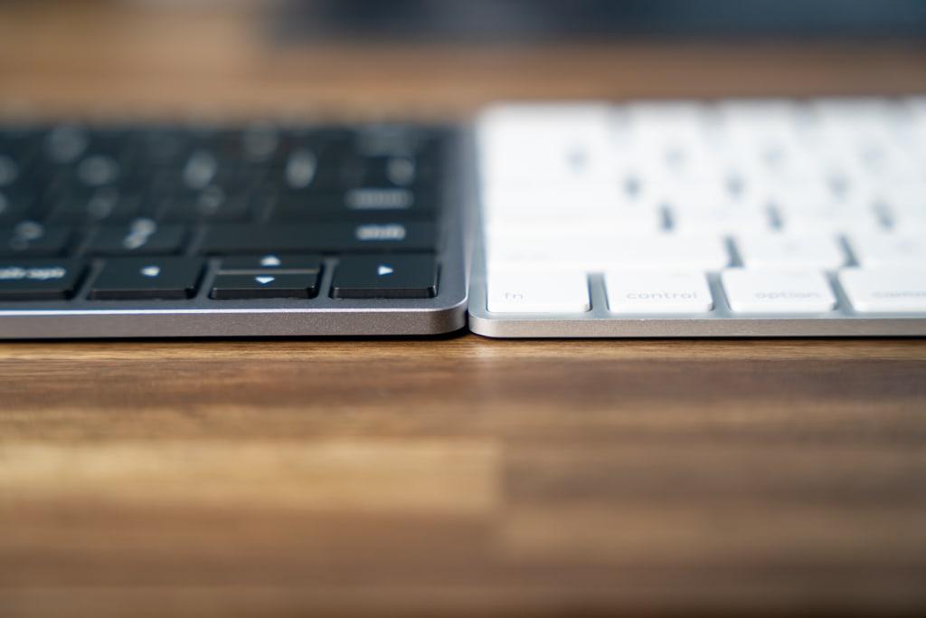 Satechi Slim X1 Bluetooth Backlit Keyboardの方が高がある