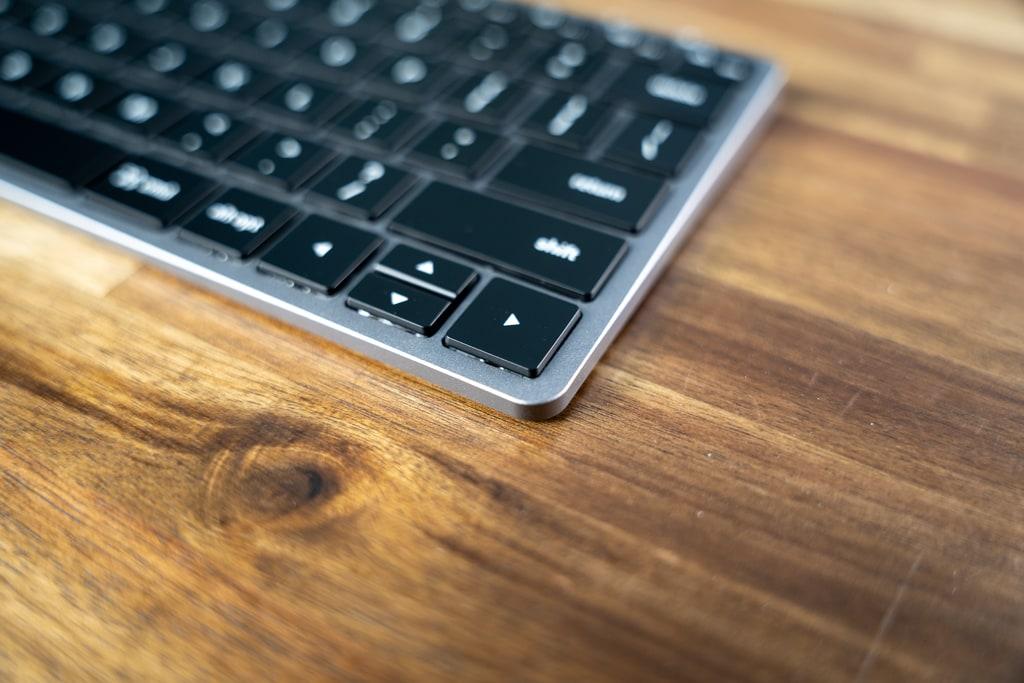 Satechi Slim X1 Bluetooth Backlit Keyboardはアルミボディでカッコいい