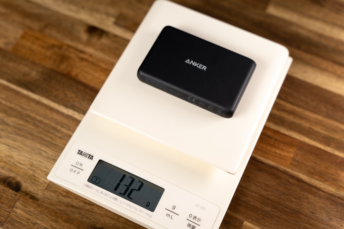 Anker PowerCore Magnetic 5000は約132g