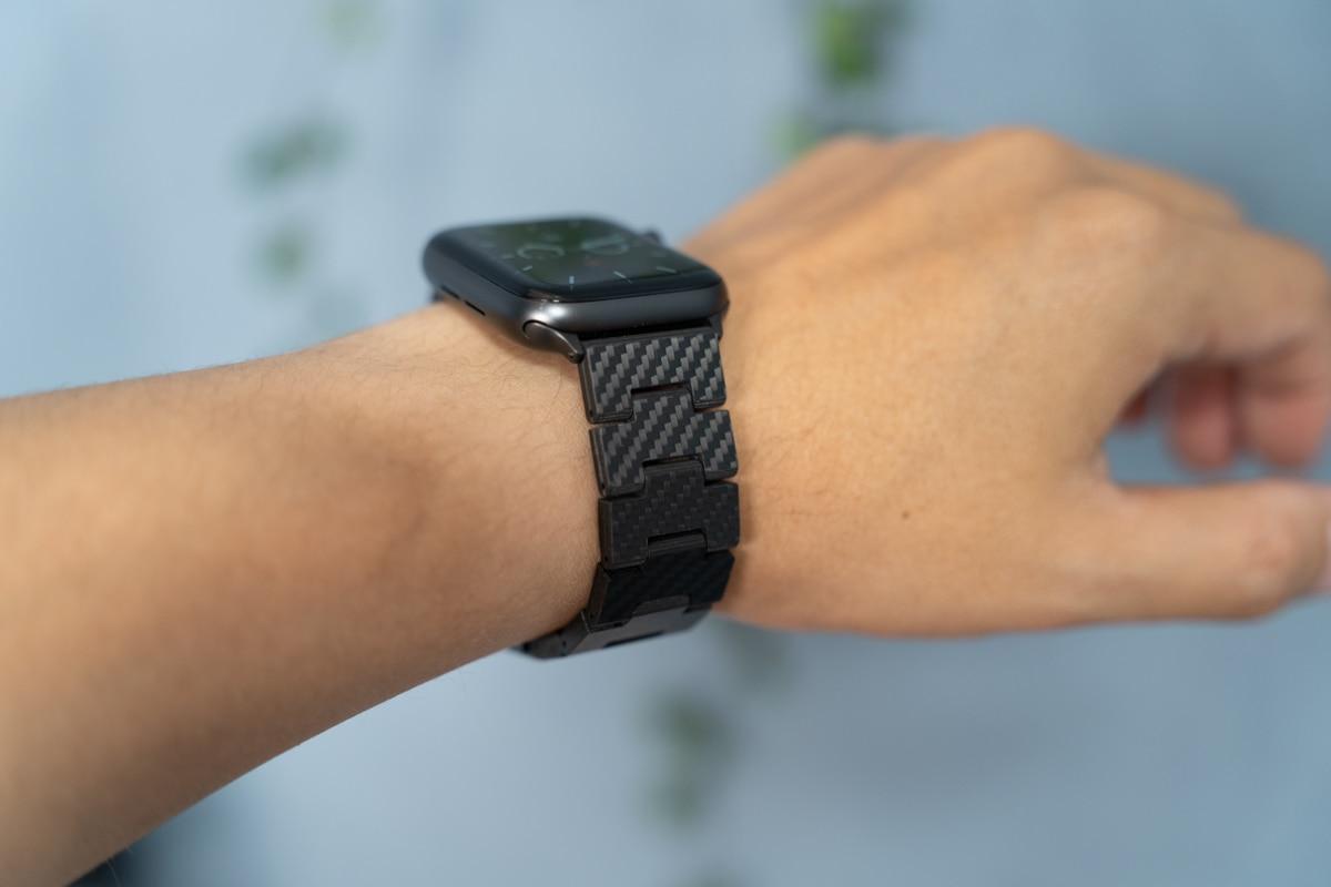PITAKA カーボン製Apple Watchバンドは超軽い