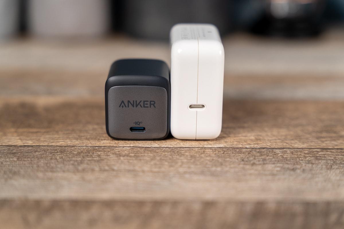 Anker Nano II 45WとApple 30W
