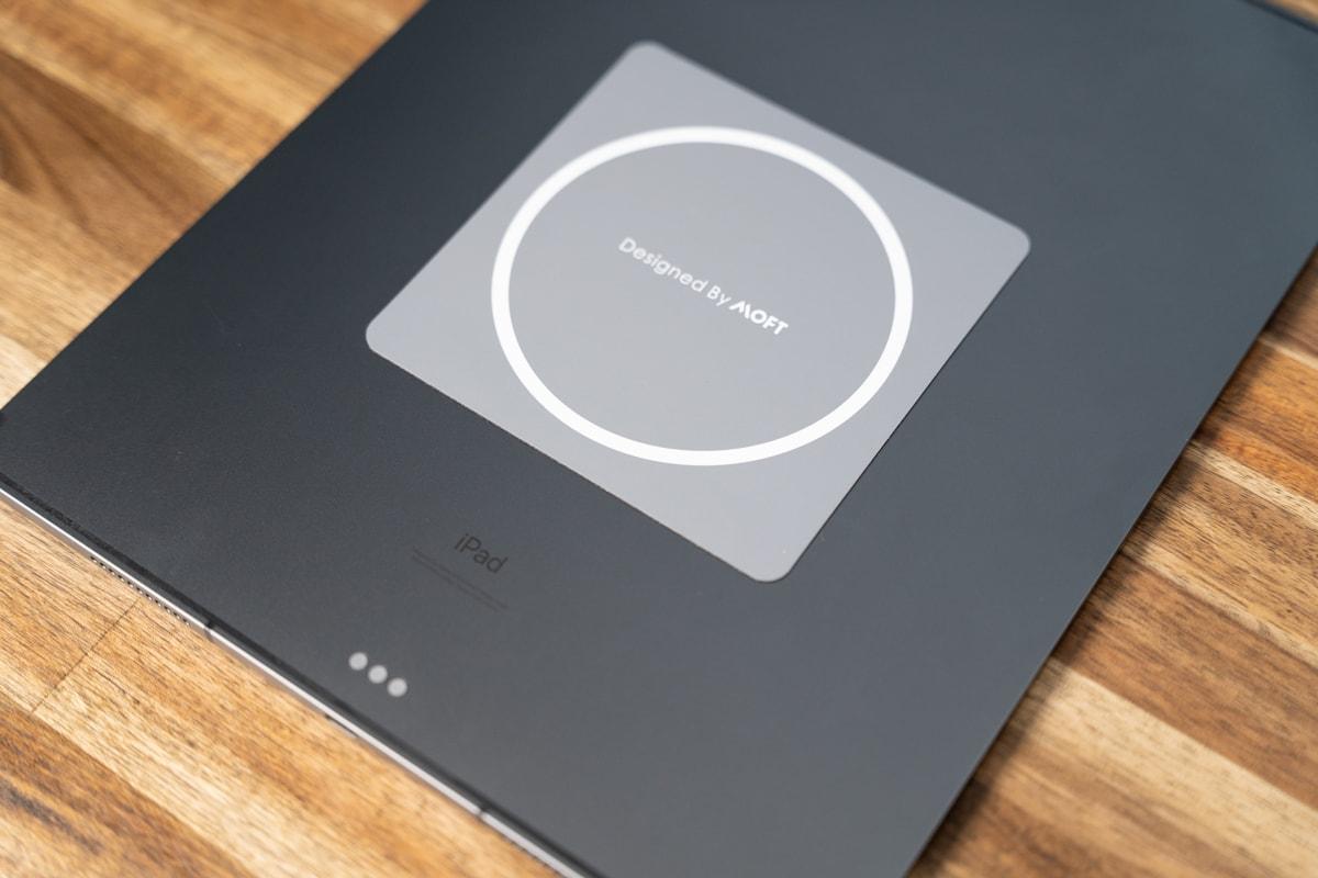 iPad Proにマグネットシールを貼り付け