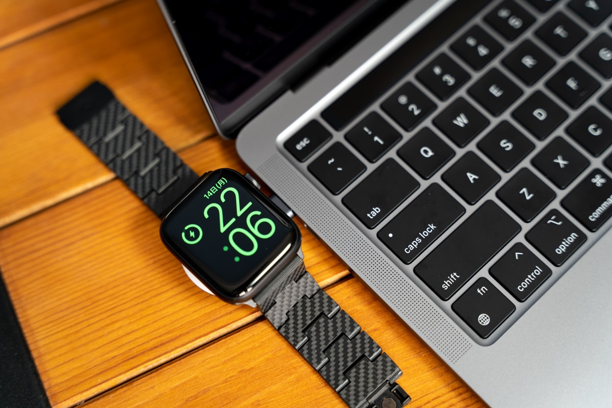 Anker Portable Magnetic Charger for Apple WatchをMacBookで使う