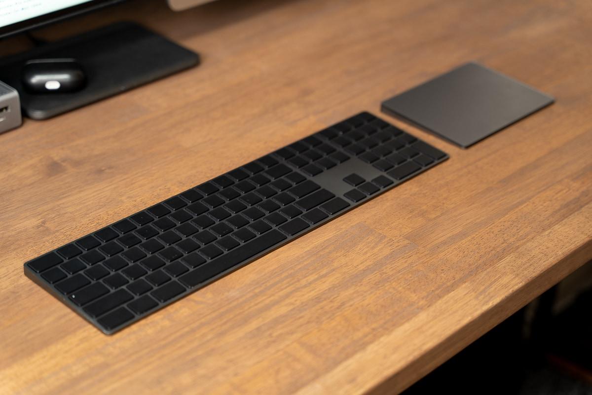 Magic Keyboard(テンキー付き)スペースグレイとブラックアウトステッカーPro