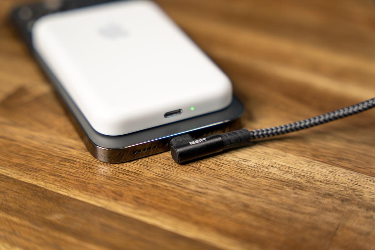 iPhoneからMagSafeバッテリーパックを充電できる