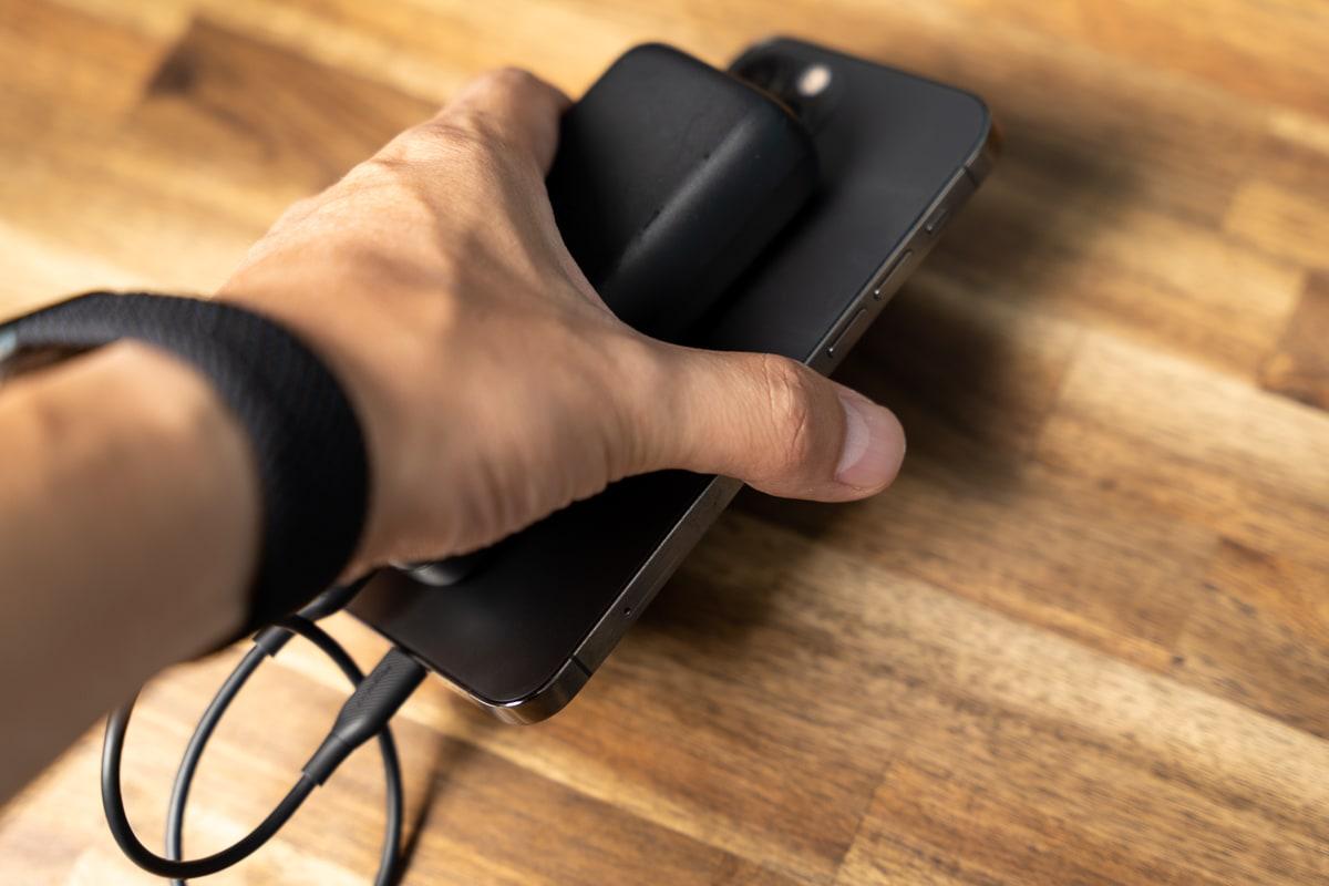 一般的なモバイルバッテリーは重い