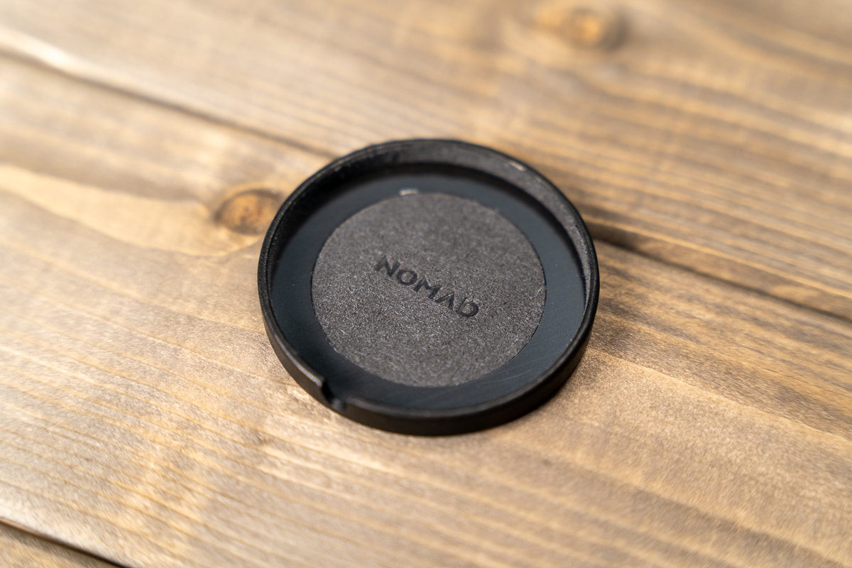 NOMAD MagSafe Leather Coverの裏側
