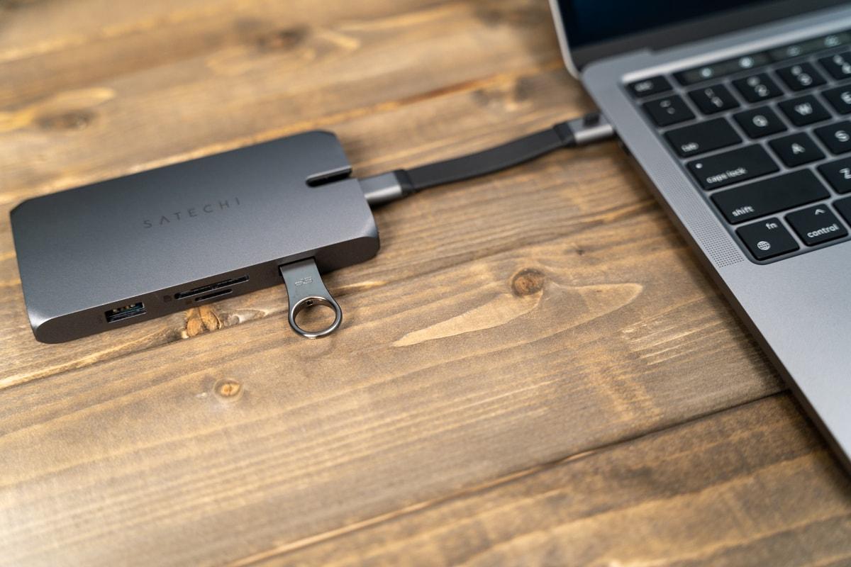USBメモリを接続