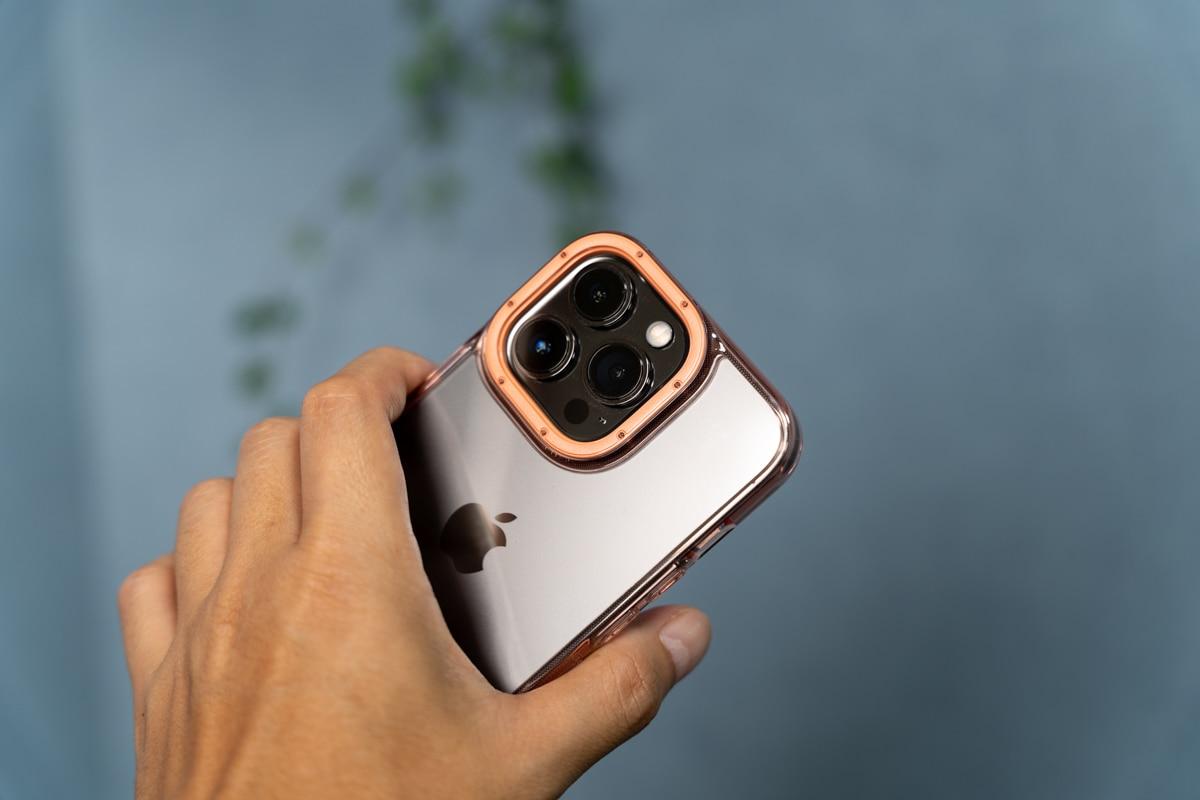 Caseology iPhone 13 Pro用ケース「スカイフォール」