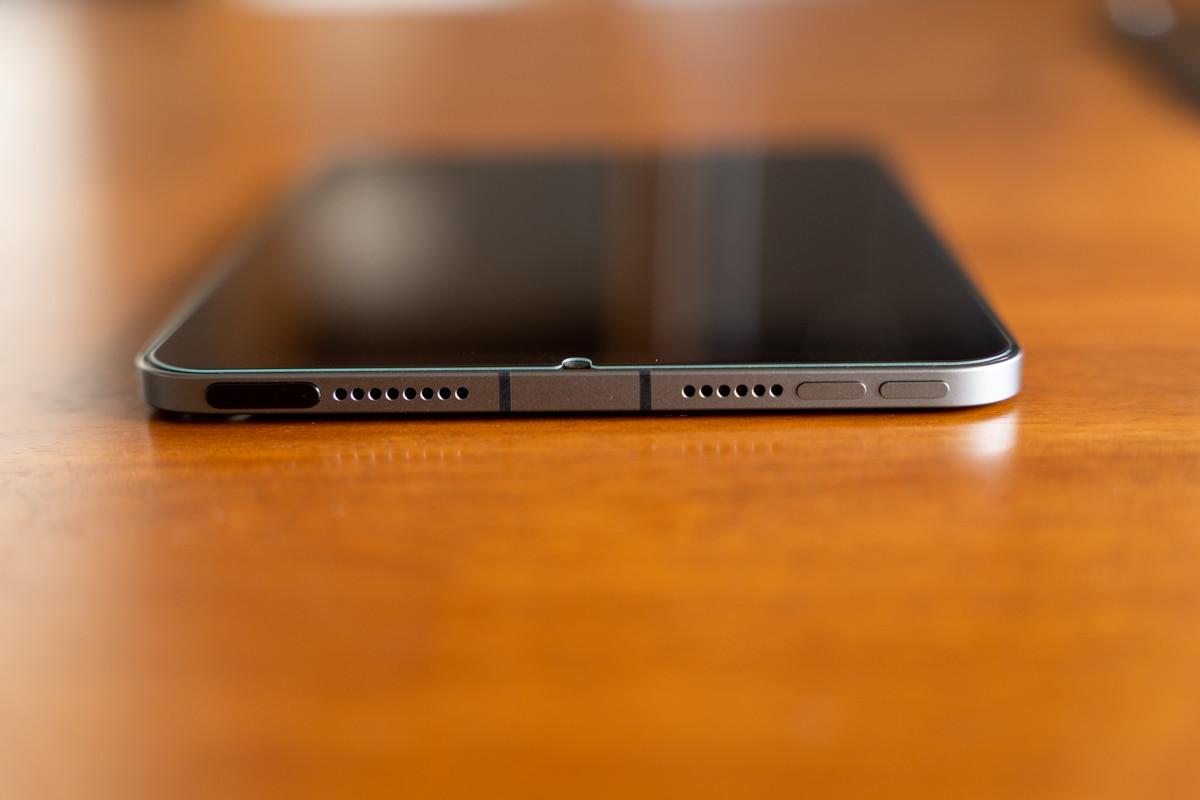 iPad mini 6は電源ボタンの並びに音量ボタンがある
