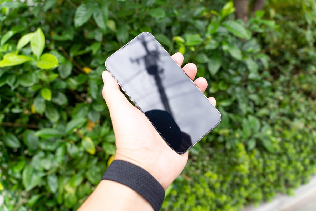 ガラスフィルムを貼ると多少反射は強くなる